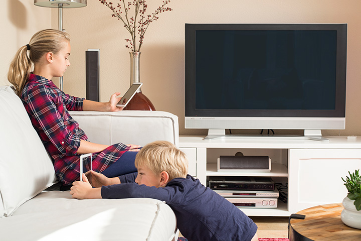 kids-using-tablets-on-couch-not-enough-bandwidth